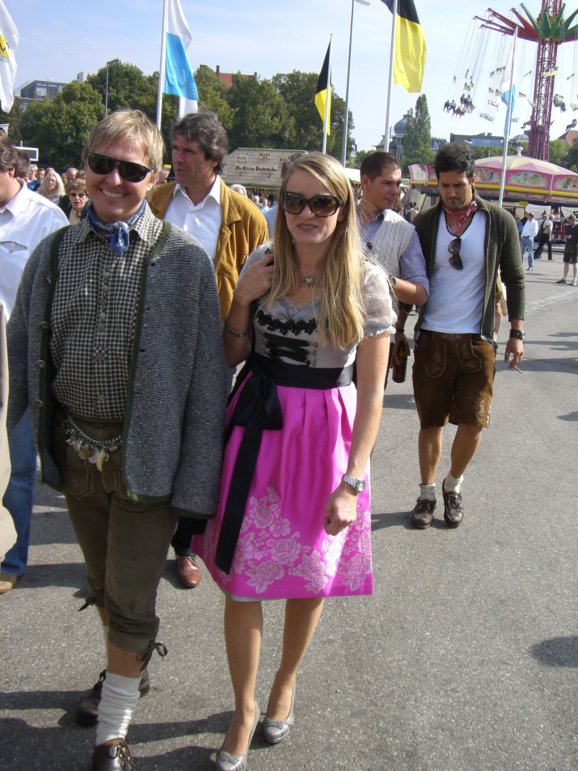 Stefan Bauer und Marit AG auf dem Weg zur Wiesn